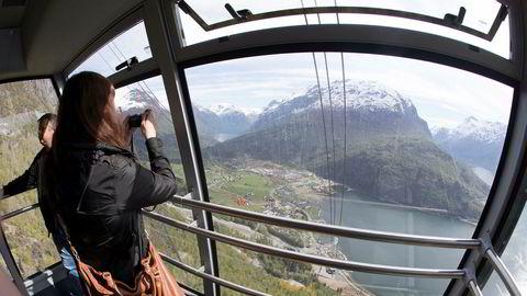 Loen skylift er blitt en populær turistattraksjon. Spektakulær utsikt, høykvalitetsservering og en eksepsjonell opp- og nedfart vitner om den type opplevelser som turistene nå etterspør, skriver artikkelforfatteren. Foto: Terje Pedersen/NTB Scanpix