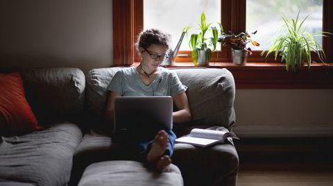 Norge i juni? Mor og far er i Syden mens den uvaksinerte poden driver digitale studier og passer huset.
