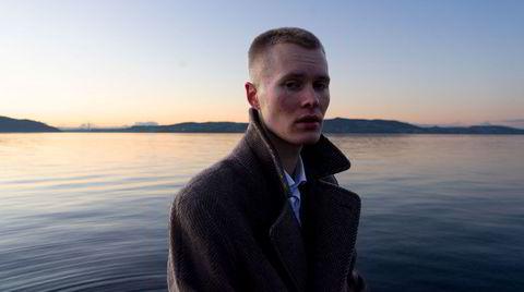 Tekst og melodi blir utført med overbevisning på Eirik Aas' andre soloplate.