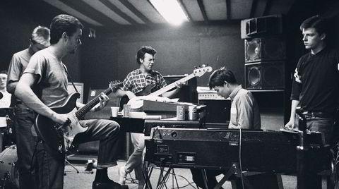 Gæren retning. Utgangspunktet «måtte» være Coventry. Men 2 Tone Records hentet inn London-forsterkninger i Suggs (til høyre) og Madness.