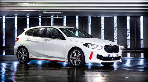 Røde detaljer går igjen på den nye og sportslige BMW 128ti.