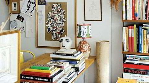 Mote i hjemmet. «Hjemmet har aldri vært så viktig som det er nå», sa Jonathan Anderson, sjefdesigner for merket Loewe, da de i 2017 viste frem sin første interiørkolleksjon på møbelmessen Salone del Mobile i Milano.
