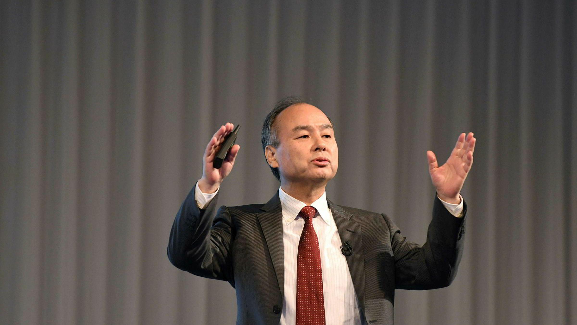 Softbank-sjef Masayoshi Son har signert en avtale om å bygge verdens største solenergipark i Saudi-Arabia.