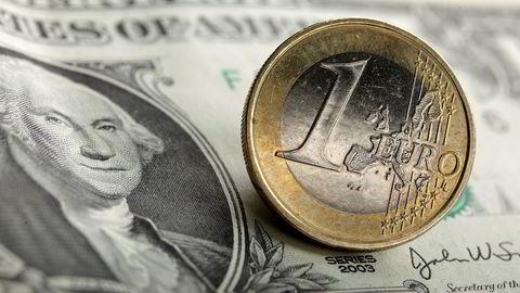 DNB Markets venter at kronen skal gå sterkere mot både euro og dollar i årene som kommer.