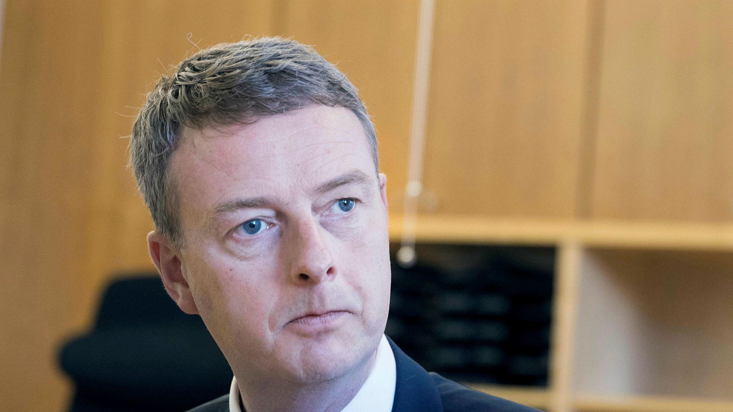 MDG mener olje- og energiminister Terje Søviknes har ansvar for ikke å ha rettet opp i manglene i konsekvensutredningen og sørget for korrekt informasjon til Stortinget.