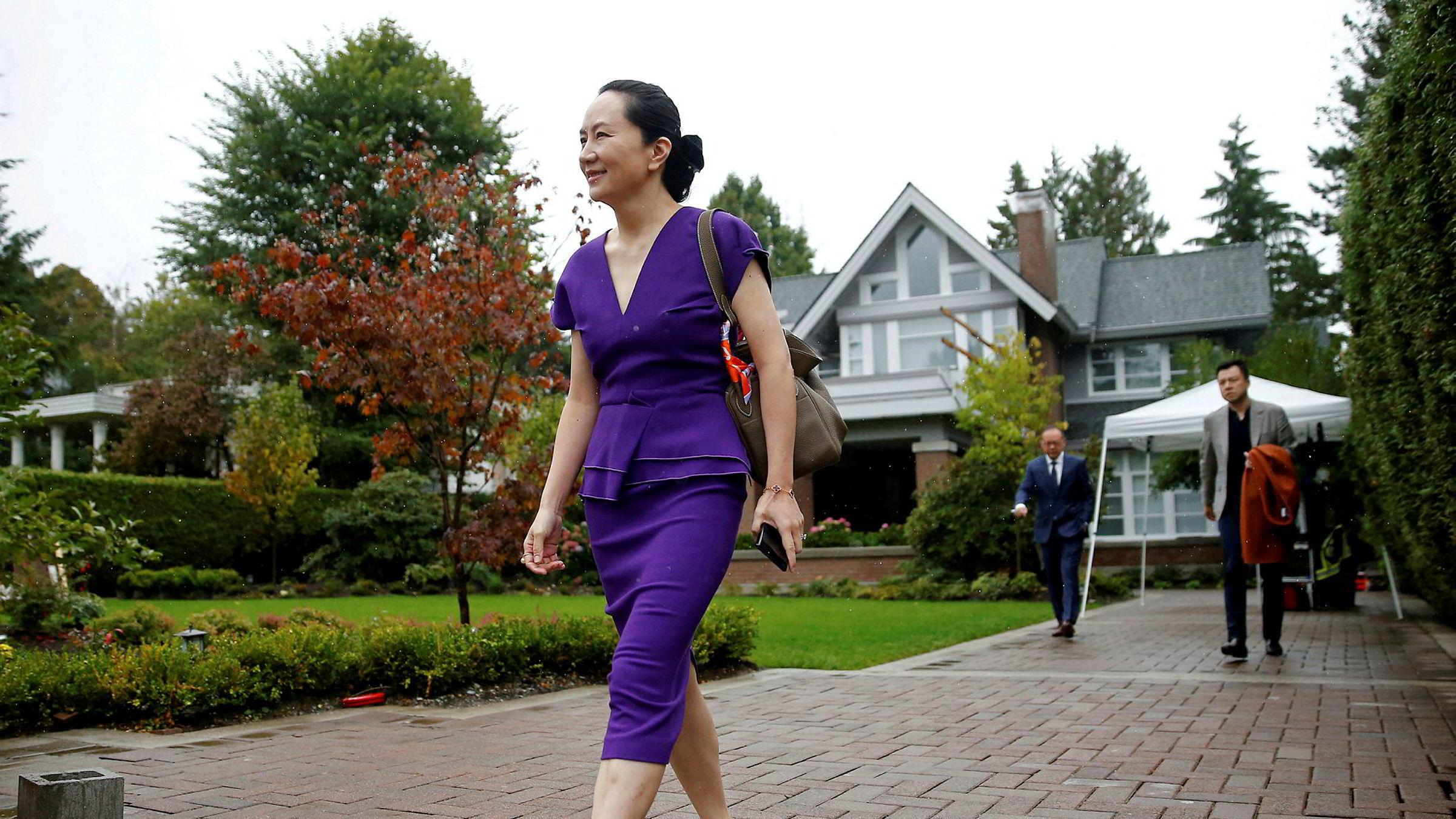 Huaweis finansdirektør Meng Wanzhou er under husarrest i en luksusbolig i Vancouver i Canada. Hun er pålagt av retten å gå med elektronisk fotlenke. Luksuslivet under husarrest har skapt reaksjoner i Kina.