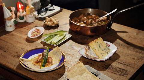 Restetaco. Potetlefse, agurk, syltet eller sur agurk, peanøtter – og ribberester.
