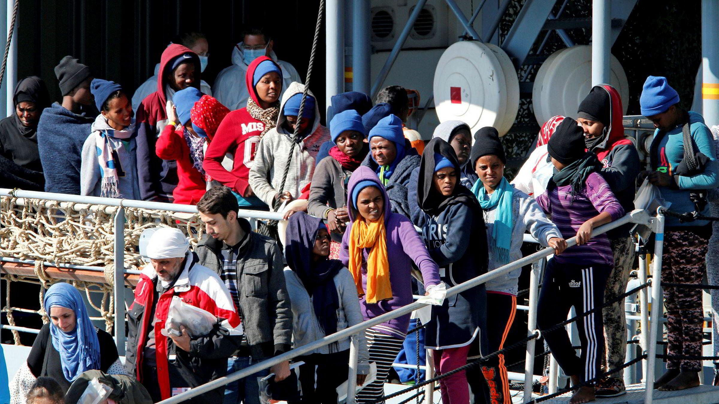 Den italienske studien viser at effekter på kriminalitet av oppholdstillatelse er et vanskelig empirisk spørsmål, fordi de som får oppholdstillatelse, er ulik de som ikke får. Her ankommer migranter den sicilianske havnen, Catania. Foto: