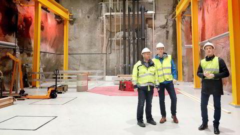 Kraftverksjef Arve H. Jakobsen (fra venstre), konserndirektør for energi Leiv Inge Ørke og økonomidirektør Hans Wilhelm Vedøy mener nyinvesteringene i Jøssang kraftverk neppe ville blitt vedtatt i dag.