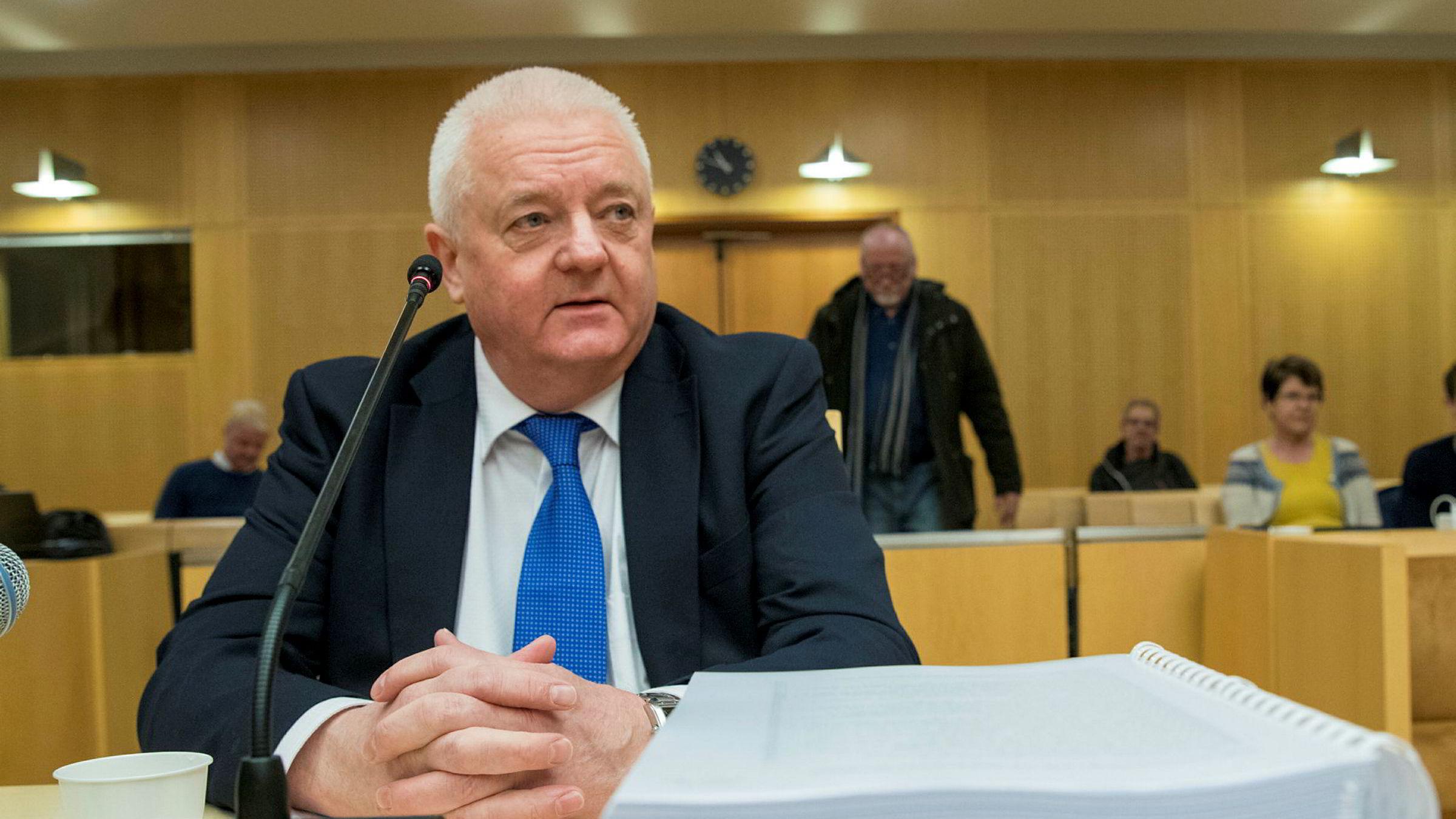 Frode Berg vitner i Oslo tingrett i forbindelse med Ølen-saken.  Kritikken mot Etterretningstjenestene vil bli vurdert av kompetente organer, skriver artikkelforfatteren.