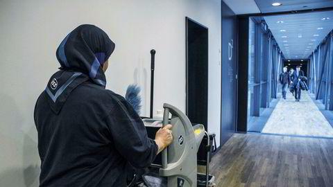 Vi må utnytte dette paradokset: fysisk arbeid på jobben kan gjøre deg syk, mens fysisk aktivitet på fritiden gir helsegevinster, skriver artikkelforfatterne.