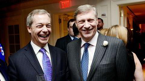 Ted Malloch (til høyre) er favoritt til å bli USAs utsending til London. Her sammen med en annen brexit-tilhenger, den britiske politikeren Nigel Farage.