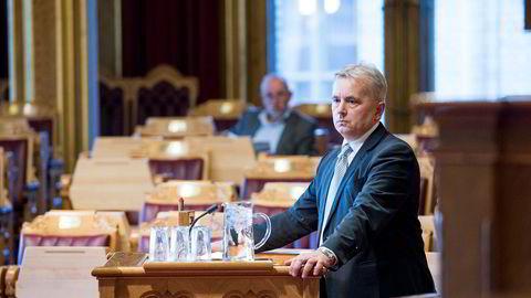 Stortingsrepresentant Knut Storberget (Ap) krever svar fra næringsminister Monica Mæland om hun kjente til styreleder Gunn Wærsteds initiativ overfor konsernsjef Sigve Brekke i Telenor. Her fra en stortingshøring i desember i fjor.
