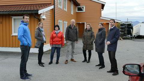 De seks saksøkte i samarbeidsutvalget utenfor tidligere Teoball barnehage. Fra venstre: Åge Vassdal, Hege Olsen, Audny Frostad, Arnt-Inge Sæter, Toril Y. Otterholm, Ann-Kristin Stormyr og advokat Erik Wold.