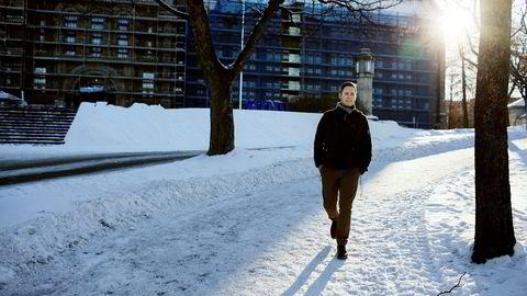 Sigurd Vildåsen leverer doktorgraden ved NTNU til påske, men får ikke fast jobb som forsker. I stedet velger han trolig jobb i privat sektor.