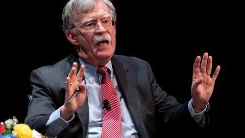 John Bolton, tidligere nasjonal sikkerhetsrådgiver for Donald Trump blir nå saksøkt av det amerikanske justisdepartementet som vil stanse boken han har skrevet om sin tid i Det hvite hus.
