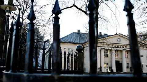 Oslo Børs falt onsdag. Opera Software og DNB var blant selskapene som tynget.
