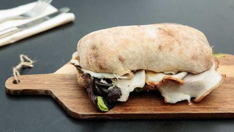 Sandwichen av surdeigsciabatta med porchetta og syltet fennikel – helt overdøvet av sennepssmak