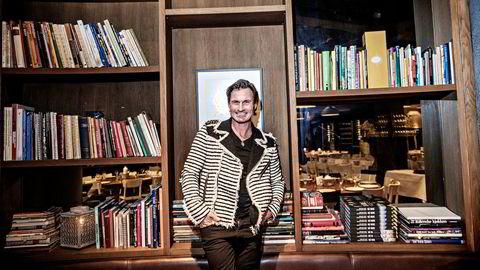 Petter Stordalens inntreden på bokmarkedet skaper bølger blant redaktører og forfattere.