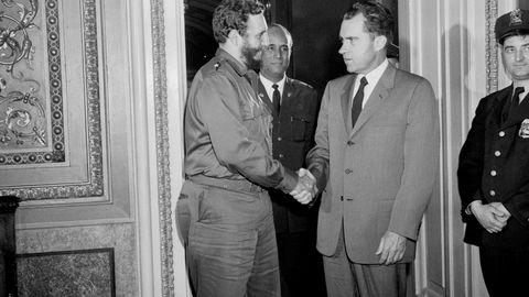 Cubas frigjøringshelt Fidel Castro, her i et møte med USAs daværende visepresident Richard Nixon i Washington.