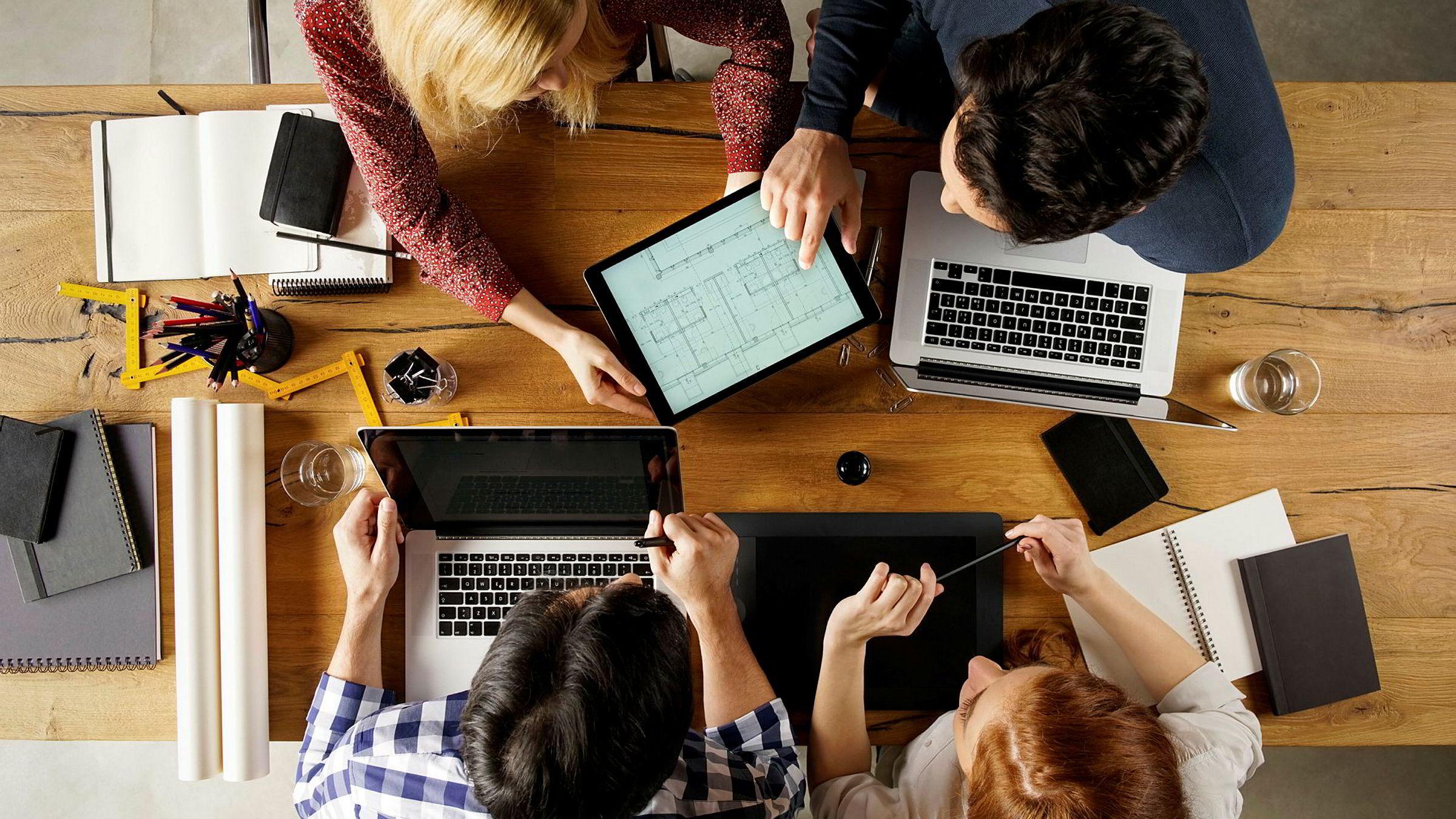 «Som en følge av nye digitale plattformer, flere frilansere og konsentrasjon om kjernekompetanse åpnes det opp for en større rolle for mellomledd i arbeidsmarkedet», skriver innleggsforfatteren.