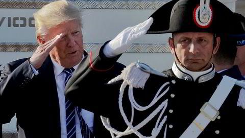 USAs president Donald Trump ble mottatt til fulle fanfarer da han sent tirsdag ankom Roma fra Midtøsten. Men hjemme i Washington brygger det opp til budsjettbråk.