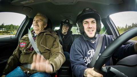 Dennis får Martin Schanche som kjørelærer i filmen«Prebz og Dennis».