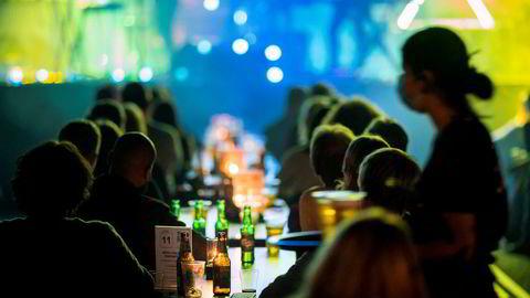 Natt til tirsdag er det slutt på alkoholservering i Oslo. Den sosiale nedstengningen i hovedstaden varer i minst tre uker.