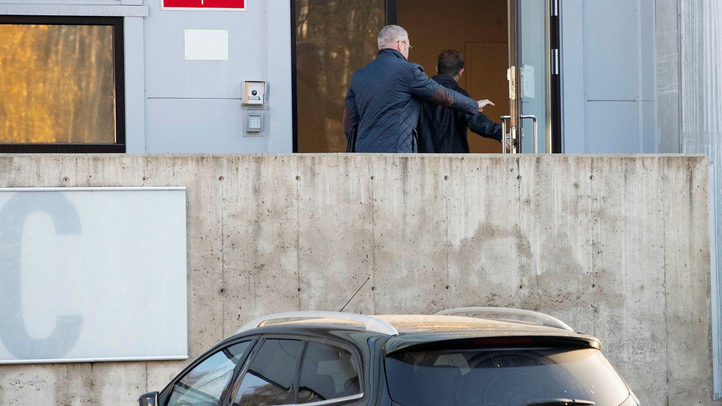 Fredag 25. oktober aksjonerte kemneren i Oslo mot DHL-lageret på Kalbakken, på jakt etter verdier som kan knyttes til den omstridte kunsthandleren Tor Arne Uppstrøm.