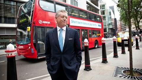 Den norske milliardæren Alexander Vik har brukt både sin far og sin datter i kampen Deutsche Bank. Her er Vik avbildet i juni 2013 foran Rolls Building i London i Storbritannia i forkant av at søksmålet han anla mot Deutsche Bank skulle opp i retten i London.