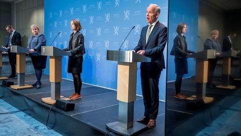 F.v.: Barne- og familieminister Kjell Ingolf Ropstad, statsminister Erna Solberg, næringsminister Iselin Nybø og finansminister Jan Tore Sanner.