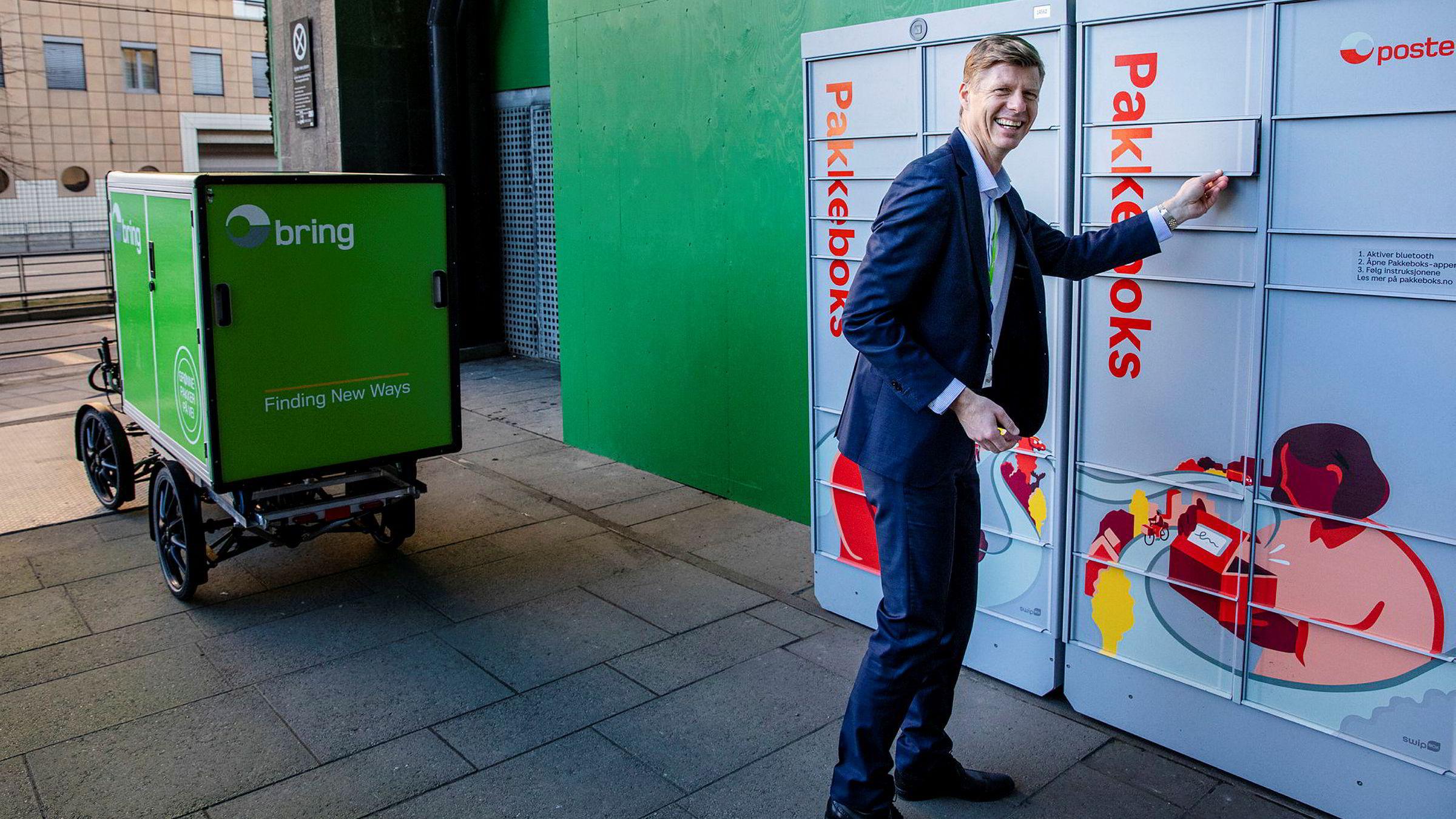 – Det som er fint med disse pakkeautomatene er at de er åpne døgnet rundt, sier konserndirektør Per Öhagen i Posten Norge.