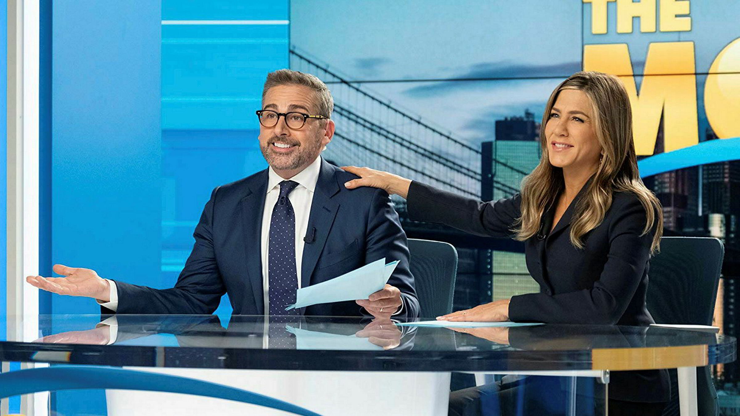 Tv-verten Mitch (Steve Carell) er metoo-sparket i tv-serien «The Morning show». Hans motpart Alex (Jennifer Aniston) kjemper for sin posisjon som tv-anker.