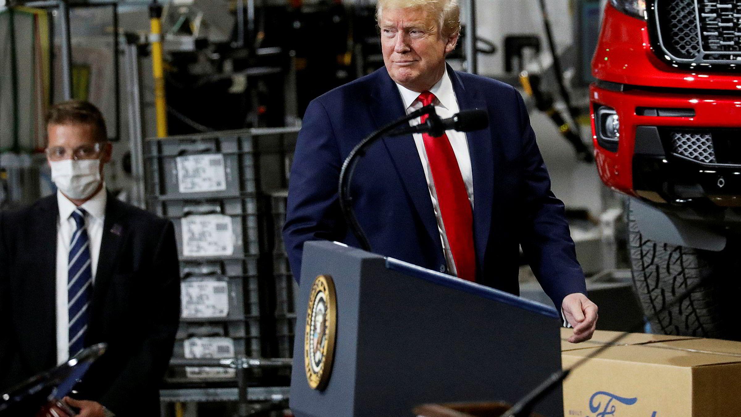 President Donald Trump besøkte Ford-fabrikk som er omgjort til å produsere medisinsk utstyr på torsdag. Han nektet å bruke munnbind. – Jeg ville ikke gi pressen gleden av å se det, sa Trump som forklaring.