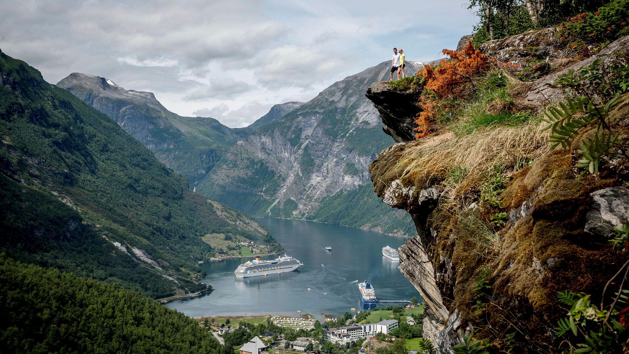 Om få år går det mot bråstopp for de største cruisebåtene i «verdensarvfjordene» på Vestlandet.