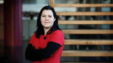 Sjeføkonom Elisabeth Holvik i Sparebank 1 synes det er på tide å endre politikken i Norge for å sikre både norsk eierskap og norske industrietableringer.