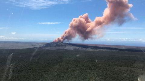 Folk på Hawaii evakueres på grunn av utslipp fra Kilauea-vulkanen. Bildet er tatt torsdag.