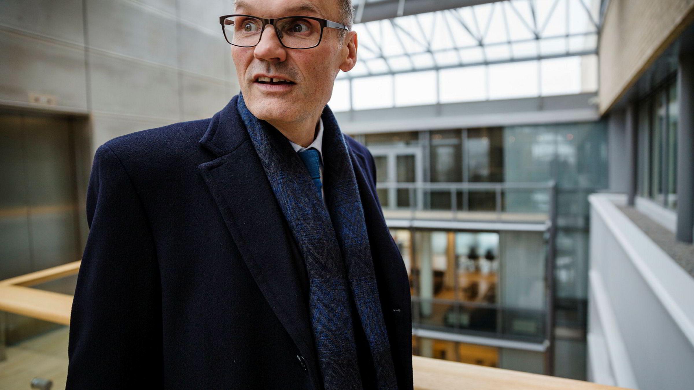 – EKSTREMT ENTUSIASTISK. Toppsjef Klaus-Anders Nysteen og Lindorff ville vokse ved å hente penger gjennom børsnotering. Nå fusjonerer han i stedet med børsnoterte Intrum Justitia.