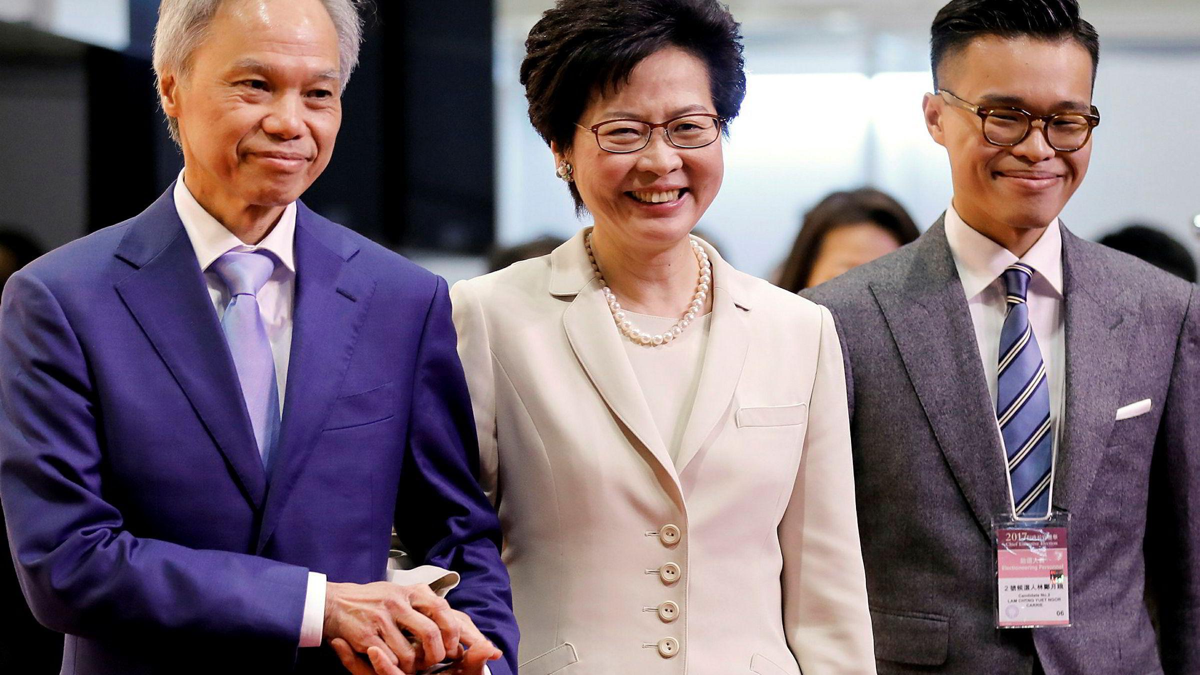Carrie Lam og hennes mann etter at hun vant valget som ny Hong Kong-leder.