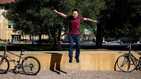 James Zou er én av 47 forskere som har fått millionstøtte av Facebook-sjef Mark Zuckerberg.