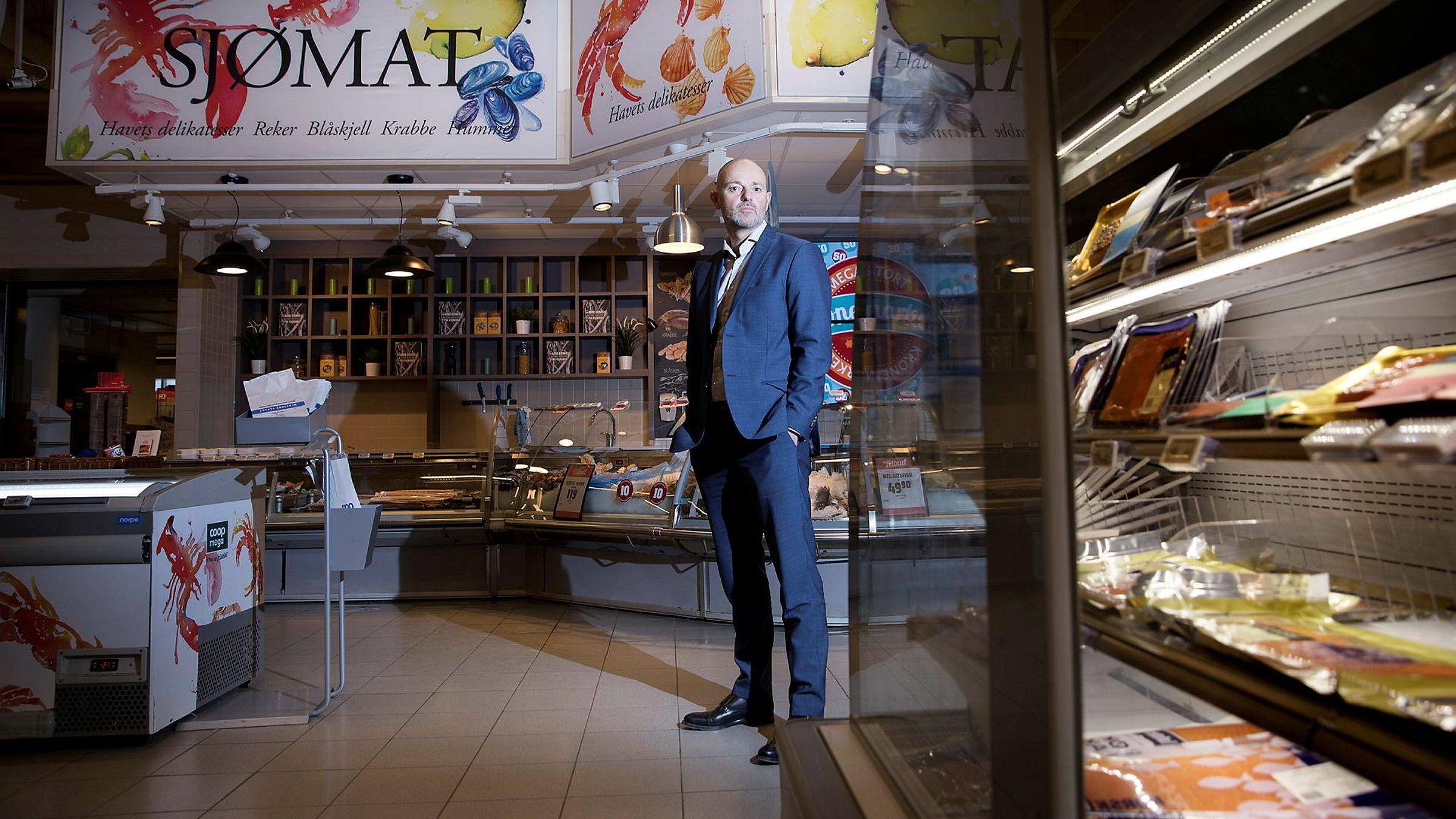Kommunikasjonsdirektør i Coop, Bjørn Takle Friis, måtte kaste om på dagligvarekjedens reklamekampanjer da Rema lanserte mobilappen Æ.