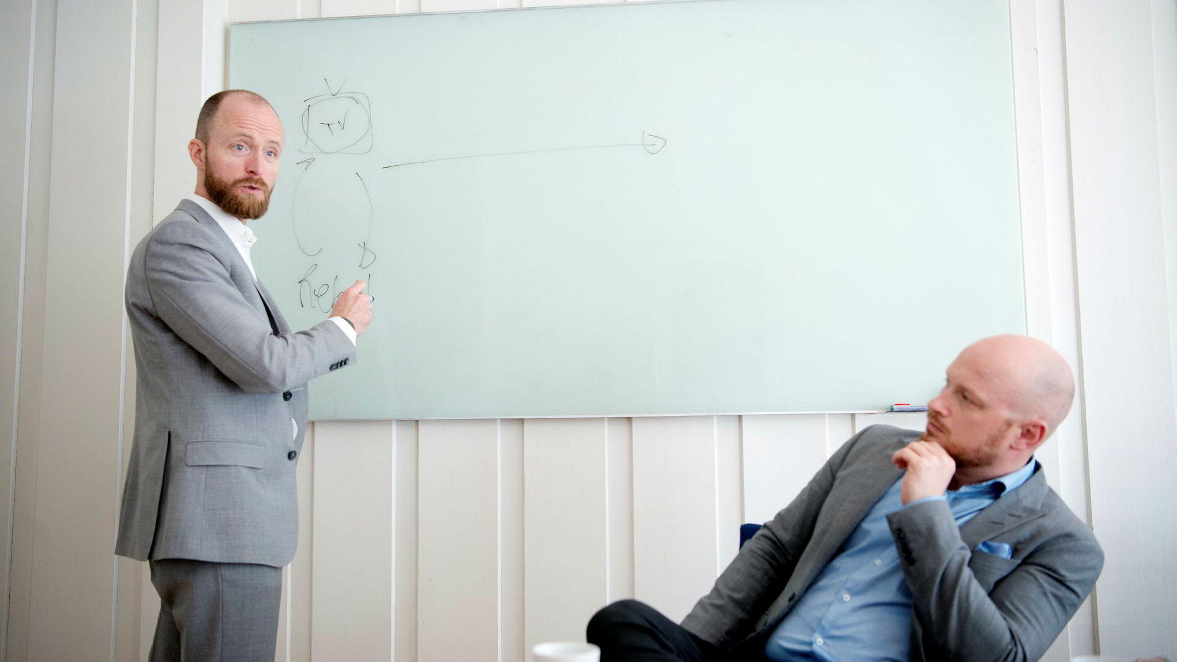 Sigurd Vik (til venstre) og Sigurd Gran har fått med seg et team på elleve i Oslo og fem i Warsava for å lage et nordisk byrå for robotisert kommunikasjon med brukerne i digitale tjenester programvare.