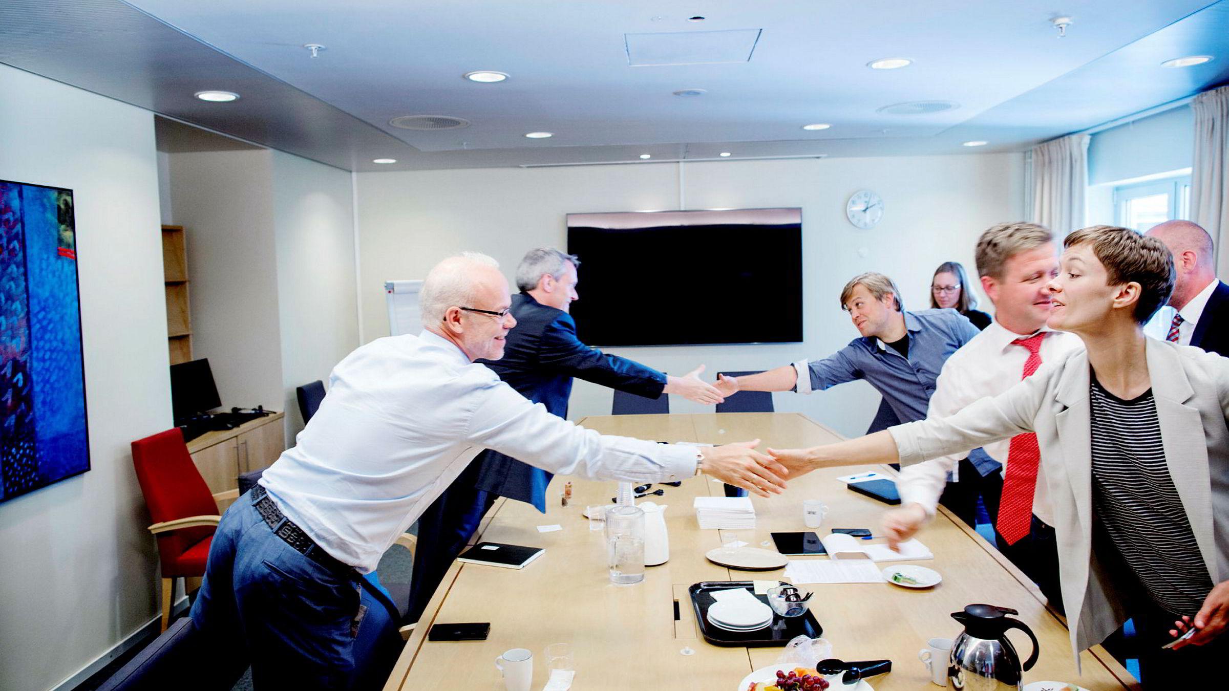 Google-sjef i Norge, Jan Grønbech (f.v.), og samfunnsdirektør Iarla Flynn fra Google møtte Anette Trettebergstuen og andre representanter fra Arbeiderpartiet på Stortinget i sommer for å snakke om innovasjon og skatt. I USA brukte Google nærmere 147 millioner kroner på lobbyvirksomhet i fjor.