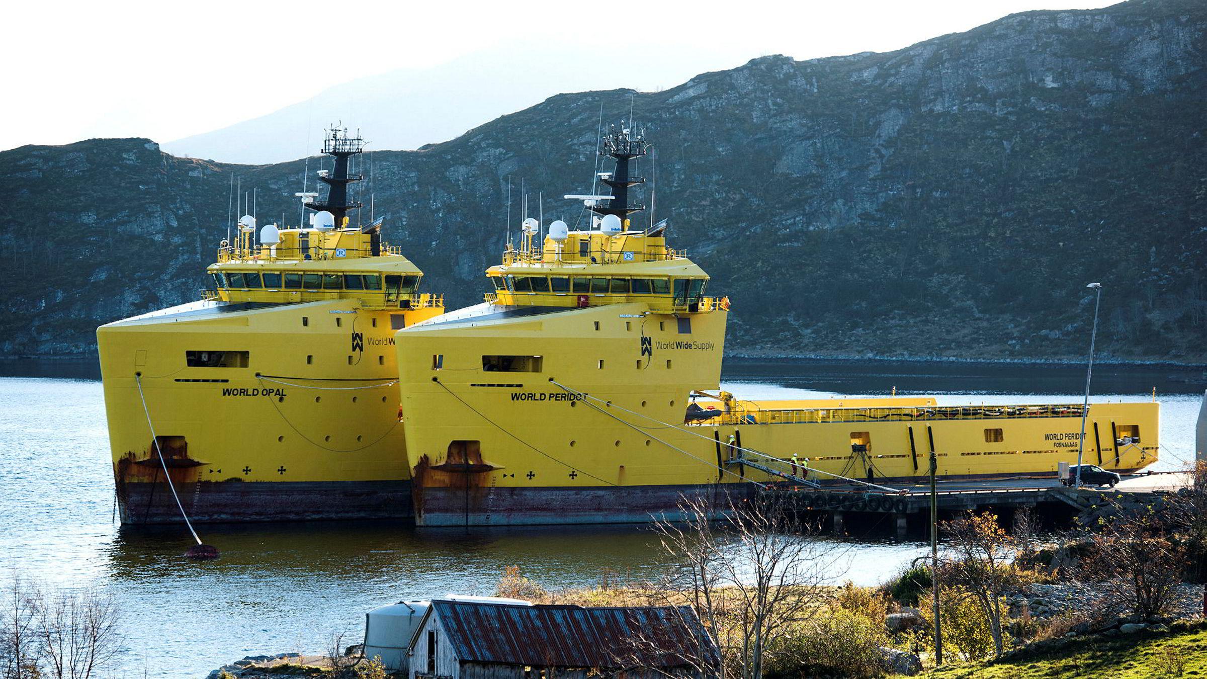 Supplybåtene «World Opal» og «World Peridot» fra World Wide Supply ligger i opplag i Torvik i Herøy kommune.