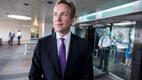 Utenriksminister Børge Brende (H) mente det ikke var aktuelt å støtte et forbud mot atomvåpen. Nå er et initiativ som skal bremse atomkraftproduksjon ferdigstilt med norsk bistand.
