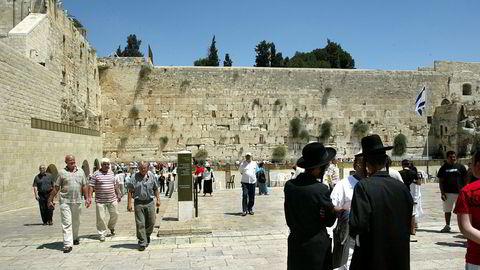 Vestmuren i Jerusalems gamleby regnes som en av jødedommens helligste steder. Nå vil Israel bygge jernbanestasjon under området og kalle den opp etter president Donald Trump.