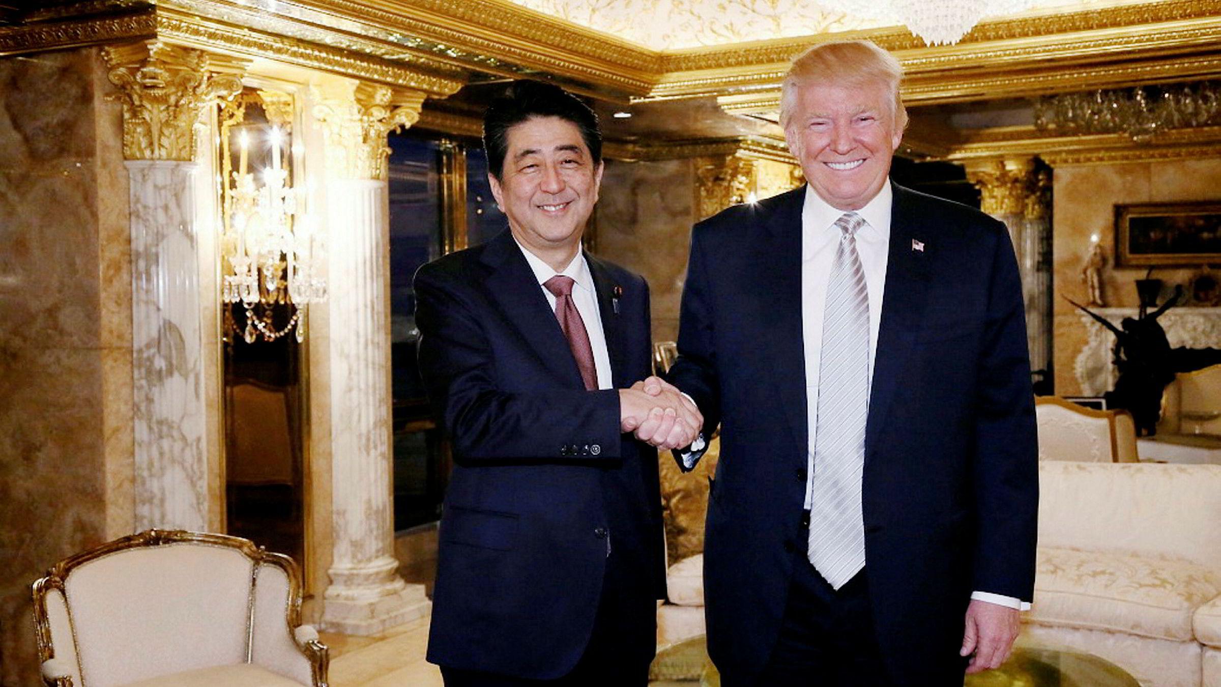 Shinzo Abe møtte også Donald Trump i USA i november i fjor.