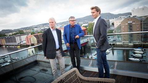 Oljeselskapet Okea ble startet i Trondheim i 2015 av blant annet oljeveteran Erik Haugane (i midten) og tidligere oljeminister Ola Borten Moe (til høyre). Styreleder Henrik Schröder representerer investeringsselskapet Seacrest, som i utgangspunktet finansierte virksomheten.