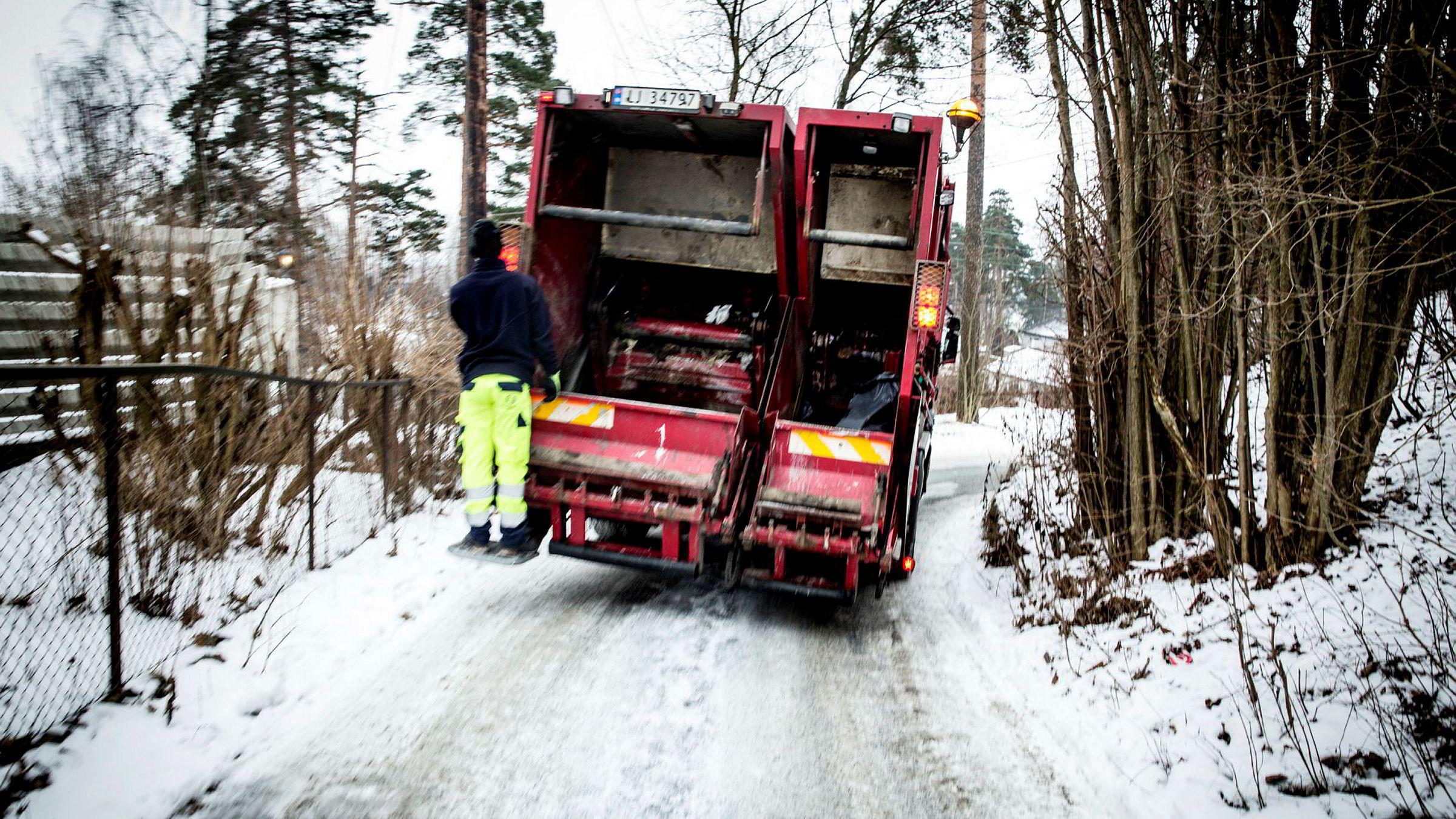 Søppelbil fra RenoNorden. ---
