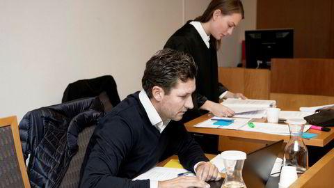 Tidligere Platou-megler Christian Haukenes (venstre) og hans selskap tapte saken mot skattemyndighetene. Advokatfullmektig Rebecca Cecilie Hammer (høyre).